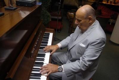 Falleció Oscar Faella, el 'fantasista del teclado' como era llamado