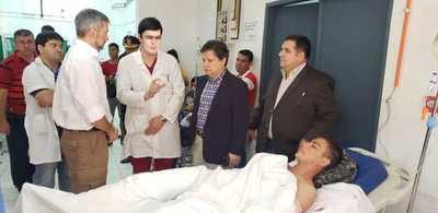 Mario Abdo Benítez visitó a los agentes heridos del Grupo Lince