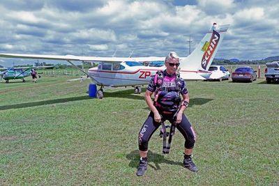 Salto seguro es el tema central del curso de paracaidismo