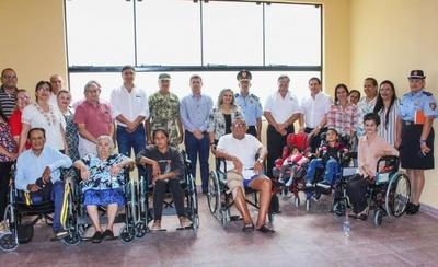 HOY / Entregan reconocimiento a Gobernación por asistir a más de 370 discapacitados