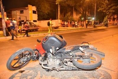 Accidente frontal de motos deja como saldo dos jóvenes fallecidos