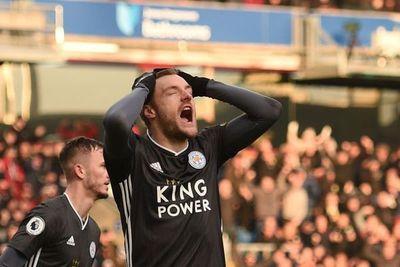 Vardy falla un penal en caída del Leicester