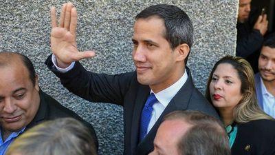 J. Guaidó desafía la orden de Maduro