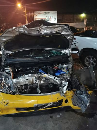 Taxista muere tras choque frontal sobre Acceso Sur