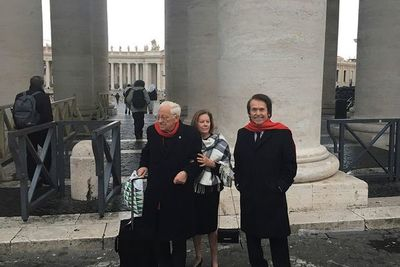 """Raphael se reúne con el papa e inaugura proyecto solidario para """"sin techo"""""""