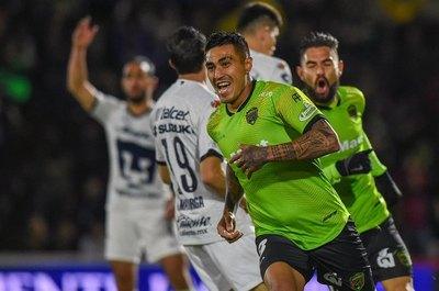 Dos paraguayos en el once ideal de México