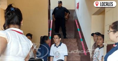 Funcionarios del MINNA intervinieron para levantar toma de la Municipalidad de Mayor Otaño