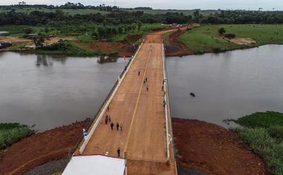 Gobierno inauguró hoy puente sobre el Río Acaray en Alto Paraná