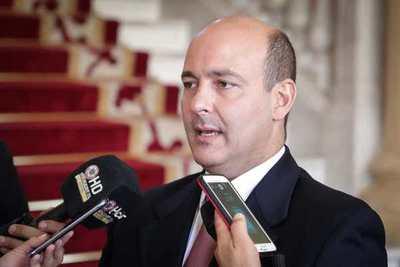 Peralta Vierci no respeta acuerdo apoyado por el Congreso y el Ejecutivo, denuncian trabajadores de radios del Estado