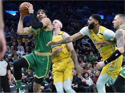 A lo McGregor: Los Celtics knockean a su eterno rival