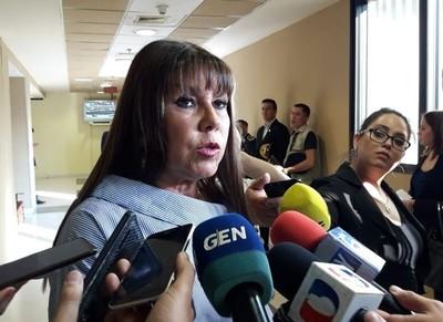 'Quiero saber si esta vez Cartes va a darnos permiso para echarle a Mario Abdo Benítez', ironiza legisladora