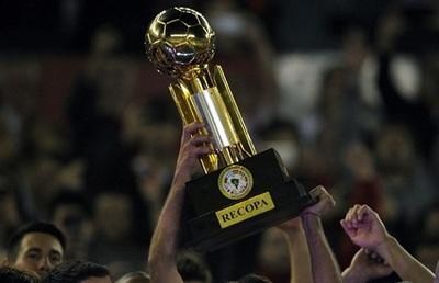 Flamengo e Independiente del Valle chocarán en febrero por la Recopa