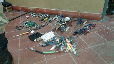 Requisan tenedores y todo tipo de armas blancas en cárcel de San Pedro