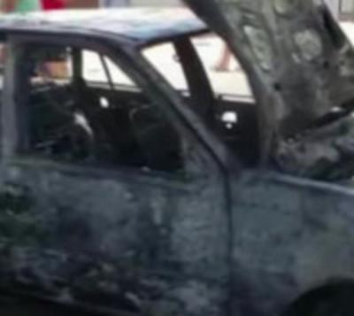 Automóvil arde en llamas en estación de servicio