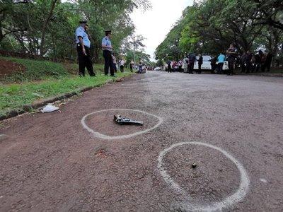 Un presunto motochorro y un policía quedan heridos tras tiroteo