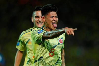Colombia se recupera goleando a Ecuador