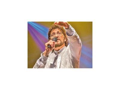 Esta noche  Carlos Báez  canta a Los años dorados