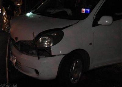 Conductora se quedó dormida al volante y chocó contra una columna