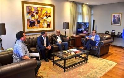 Autoridades de Presidente Hayes solicitan ayuda a la EBY para ampliar planta de agua potable