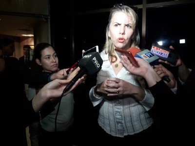 Asaltaron a Liz Cramer en Brasil