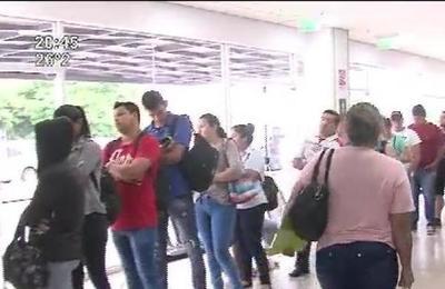 Dengue : Largas filas en Hospitales