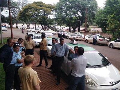 Taxistas de Ciudad del Este protestan contra MUV y Uber