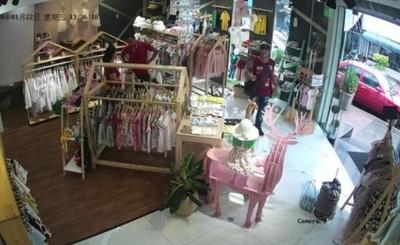 Hombres grabados hurtando ropas para bebés en el microcentro esteño