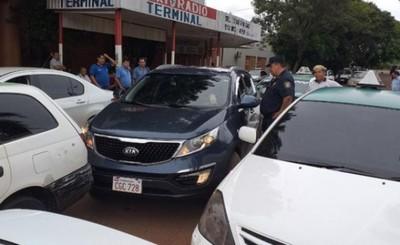 Taxistas iniciaron casería de conductores de MUV y Uber en CDE