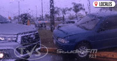 Aparatoso accidente de tránsito involucró a dos vehículos en Encarnación
