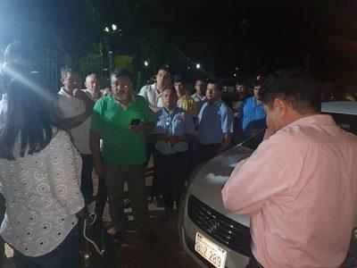 Taxistas retienen a conductores de aplicaciones en CDE