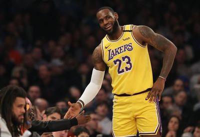LeBron sigue a la caza de Kobe Bryant