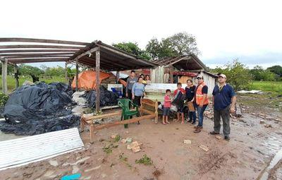 Asisten a 21 familias damnificadas tras tormenta en San Pedro