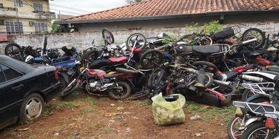 Autorizan destruir 9.516 motocicletas y automóviles