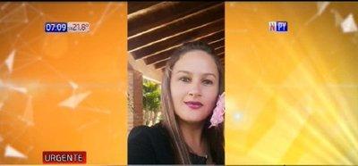 Mujer muere de un disparo y buscan a su pareja