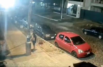 Violento asalto a una mujer en Barrio Obrero