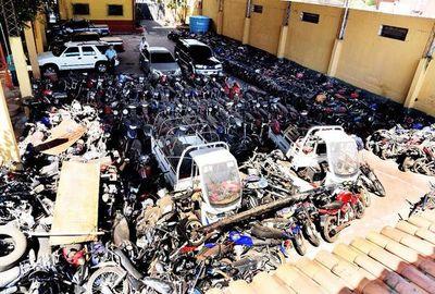 Policía destruirá vehículos abandonados en comisarías