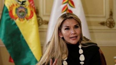 Bolivia: Jeanine Áñez denunció que de los pagos hechos a Cuba por el trabajo de los médicos, el 80% era desviado con fines políticos