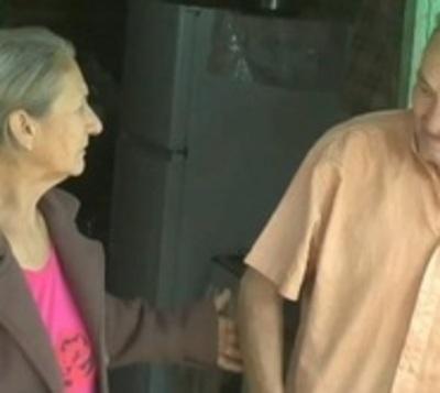 Abuelo maltratado se reencuentra con su hermana