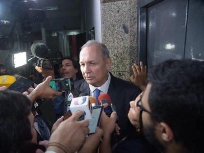 Jueza admite imputación contra Ferreiro y lo cita para imponer medidas