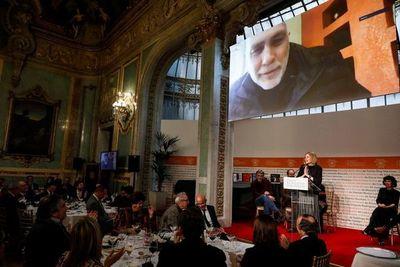 """Mexicano Guillermo Arriaga, premio Alfaguara con la novela """"Salvar el fuego"""""""
