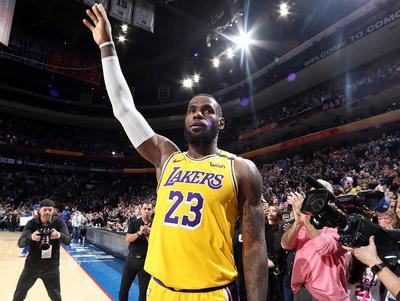 James supera a Bryant como tercer máximo encestador en la historia de la NBA