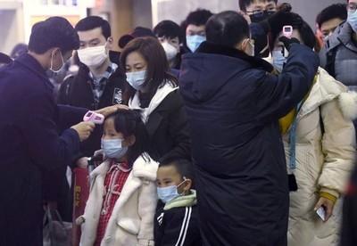 Al menos 56 muertos y más de 1.900 infectados por el coronavirus en China