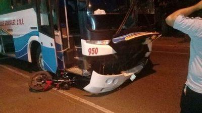 Dos personas mueren tras ser embestidos por un ómnibus