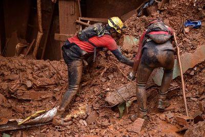 Sube a 37 número de muertos por violentas lluvias en Brasil