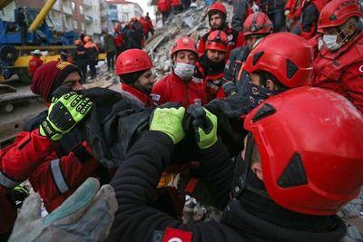 Aumentan a 35 los muertos por el terremoto en Turquía