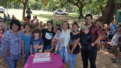 Con tallarinada y juguetes, Lizarella Valiente celebró su cumpleaños en la Chacarita