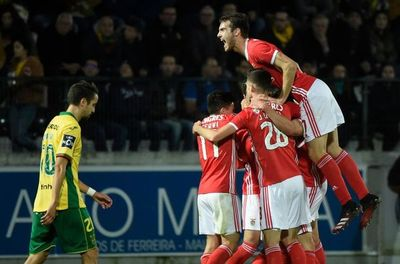 Benfica afianza su liderato