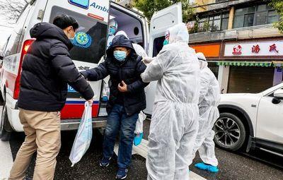 Suben a 80 los muertos por coronavirus en China y aplican más restricciones
