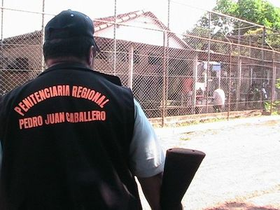 Bajos salarios de guardias y poderío de mafia tornan ineficaz sistema carcelario, dice experto