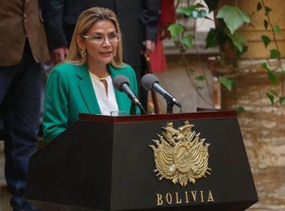 Los ministros de Jeanine Áñez empiezan a renunciar en respuesta a su pedido